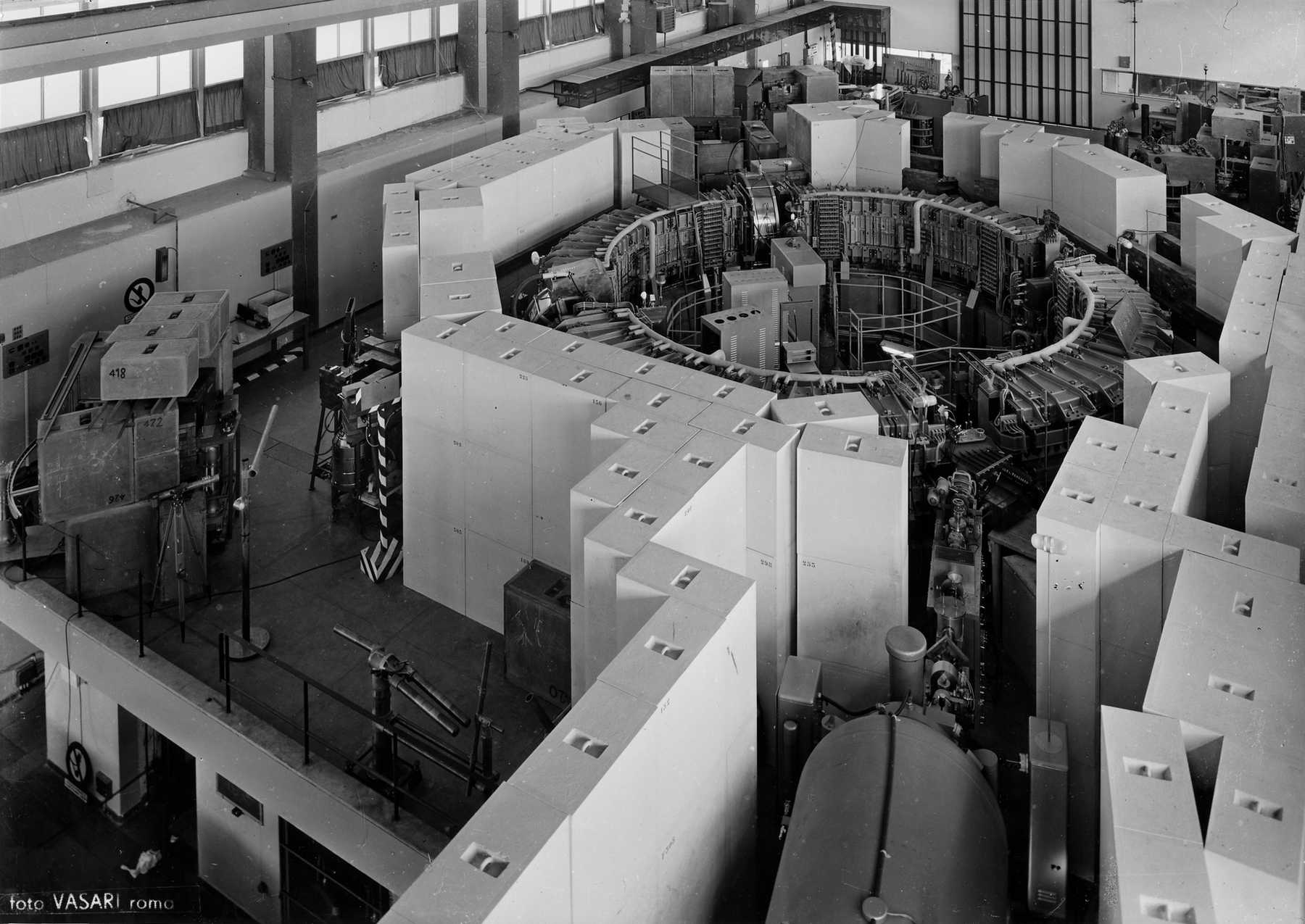 First Synchrotron Radiation Vvfigmag
